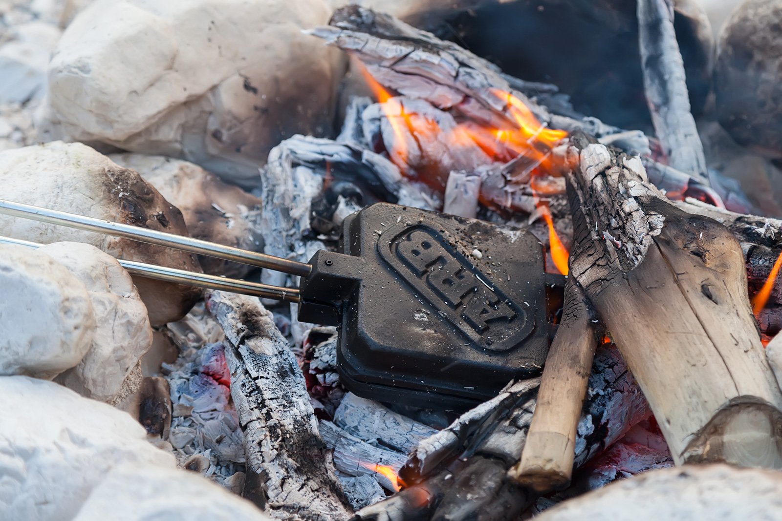 Real man\'s baking iron - this way che embers of the evening fire come to some use - you can make anything from spaghetti to toast.