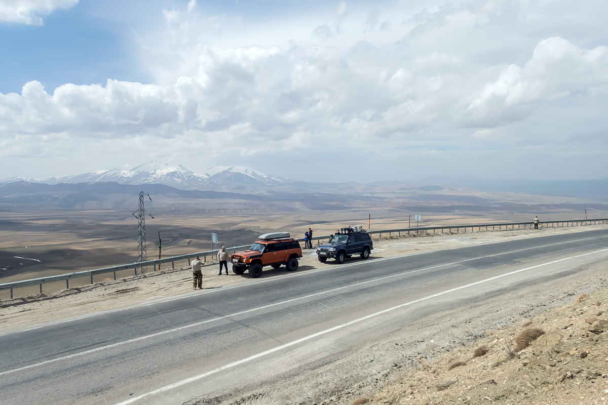 The highest pass we crossed in Turkey - 2.730m ASL high Güzeldere just before Iranian border.
