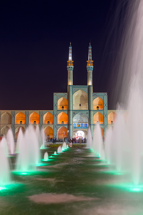 Yazd's architectural centrepiece, the Amir Chakhmaq complex is located in the heart of the city, in a square of the same name. The water fountains and the façade really come alive when the night falls.