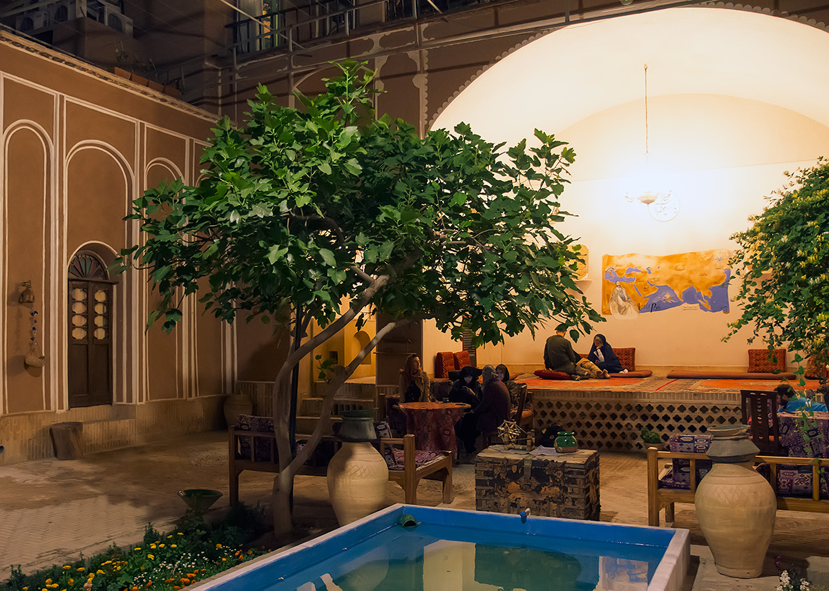 The atrium of the ancient Orient hotel in Yazd. You can feel the spirit of the ancient caravanserais.