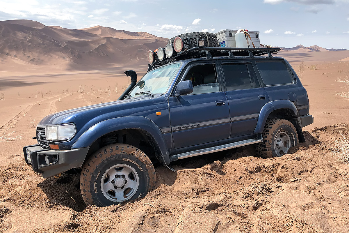 Even with wet sand and a firm crust to drive on you can have some fun in the desert. All it takes is a little too much  wantonness and a brief moment of misjudgement. Then the crust is pierced and the vehicle sinks through to the soft sand.