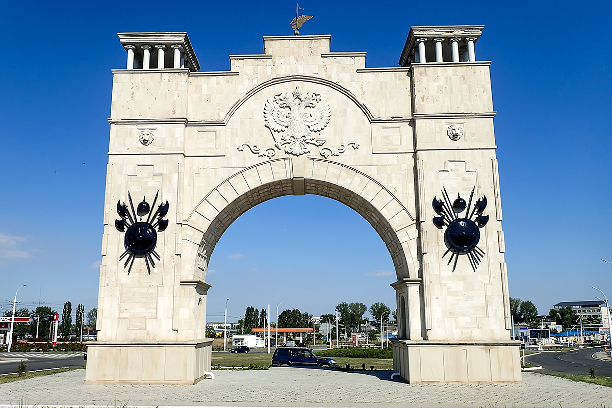Arch of Triumph of Transnistria with our Landcruiser in it\'s shade.
