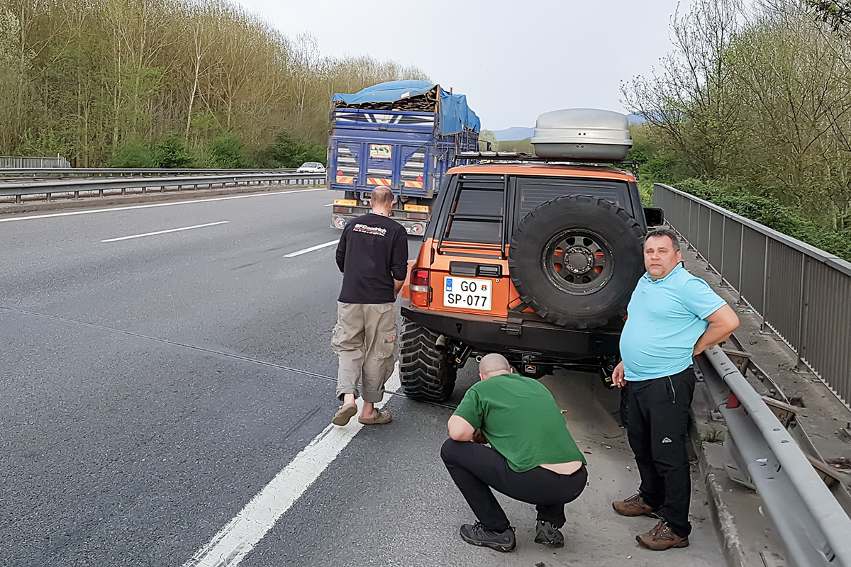 Beginning of trouble at turkish highway - something began to shake and grind. Welcome to Asia.