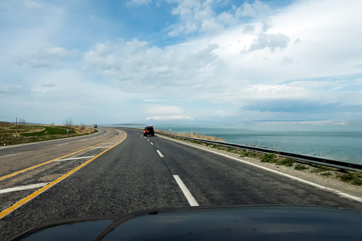 The roads around lake Van in Turkey. Most of the turkish roads were very good, fast and the traffic was light.