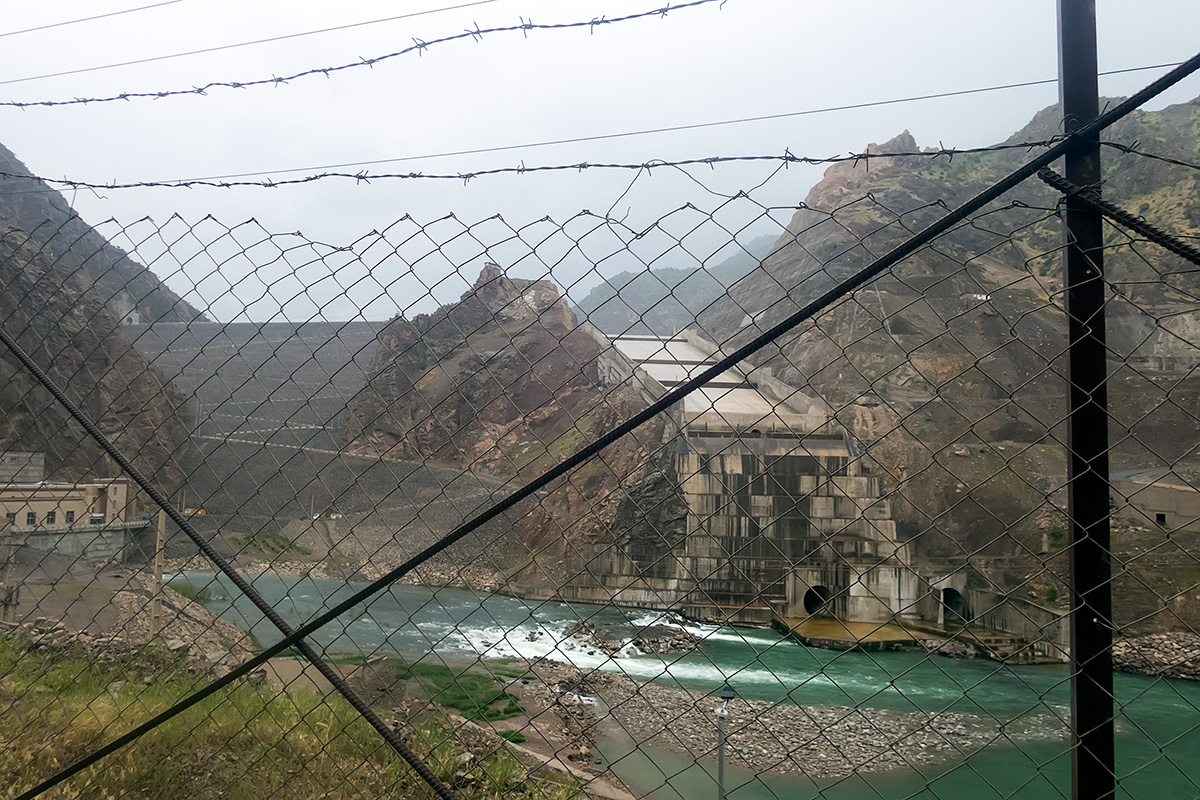 The Daryan dam. As photographing of strategic objects is strictly forbidden in Iran, the shot through the fence was all we dared to take.