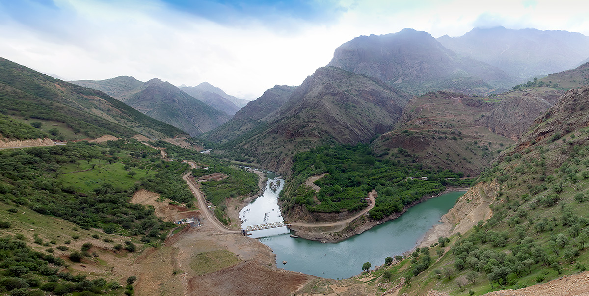 Just below the bridge that leads to the mountain village of Zhiwar the artificial lake of the Daryan dam begins and floods nearly half of the Hawraman valley.