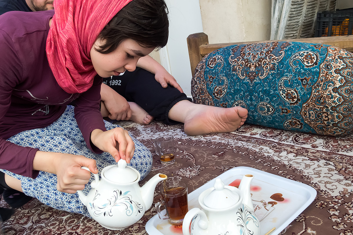 Serving of Iranian tea in Kashan.