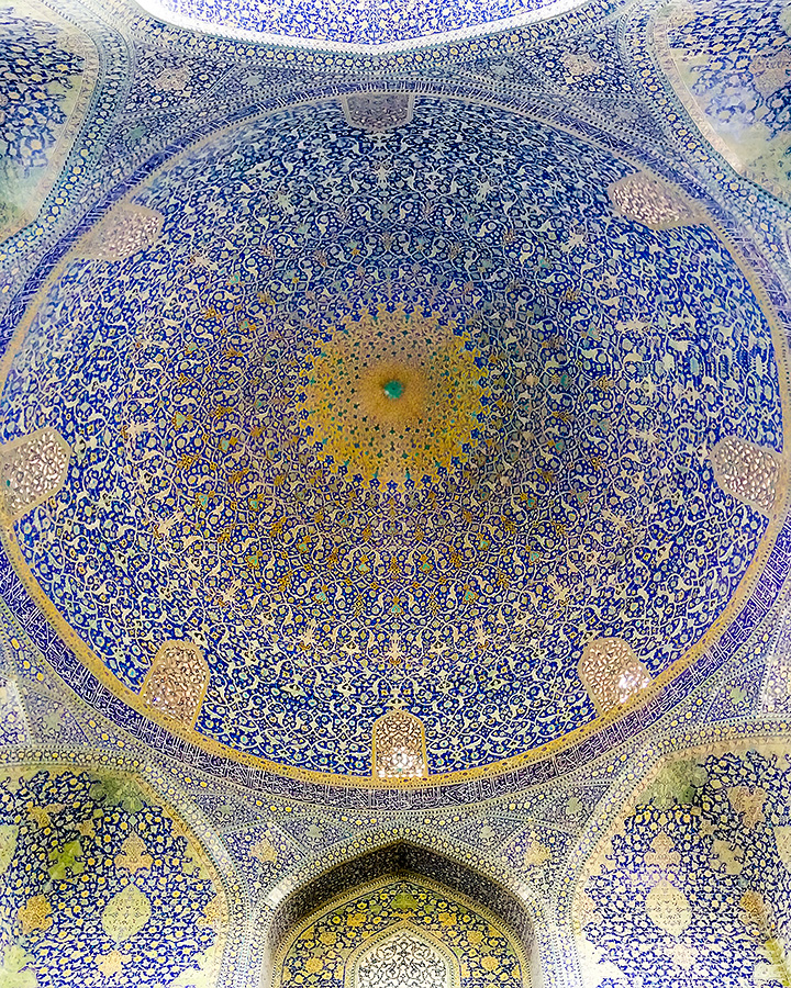 The dome of the Shah mosque. The acoustics are amazing. Try standing in the exact centre and sing. One Iranian did just that while we were visiting, but sadly he was soon quieted down by the police.