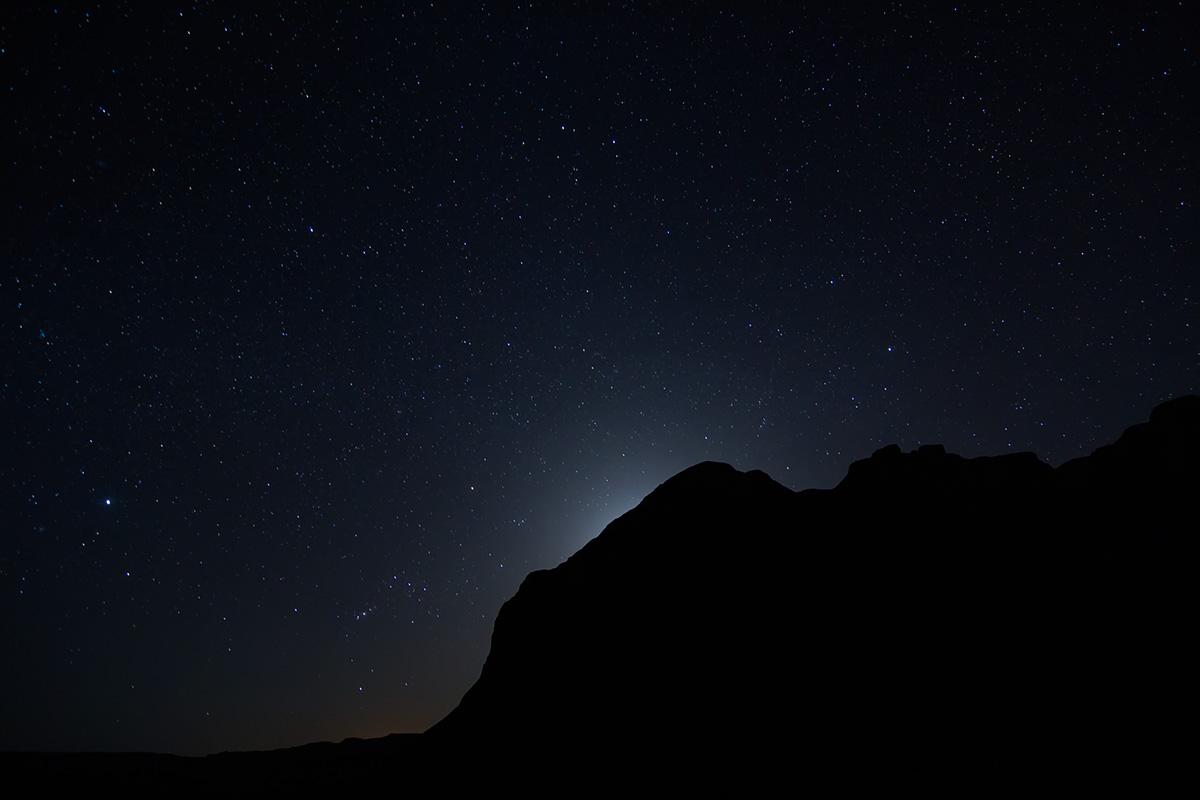 Stars and the (hidden) moon over the Kalouts.