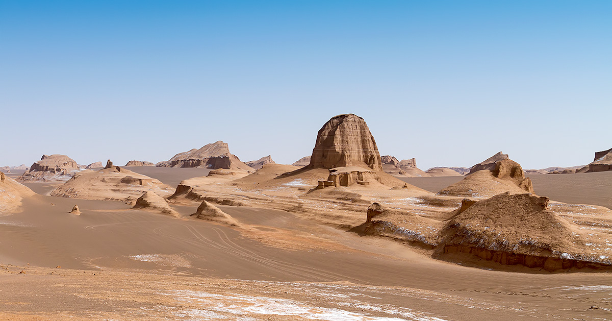 The tallest, most formidable and most pictoresque yardangs in the Kalouts can be found quite near the main asphalt road from Shahdad.
