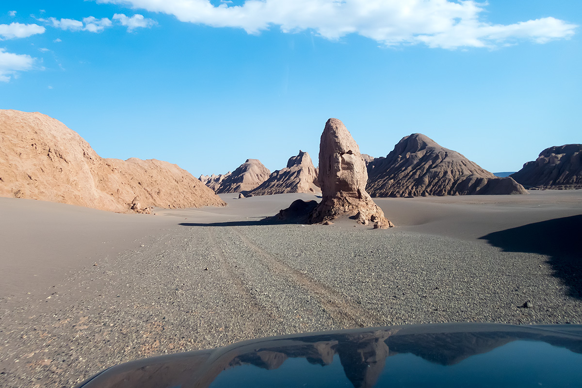 Driving on gravel plains along the yardangs south of Zaban-e Mar