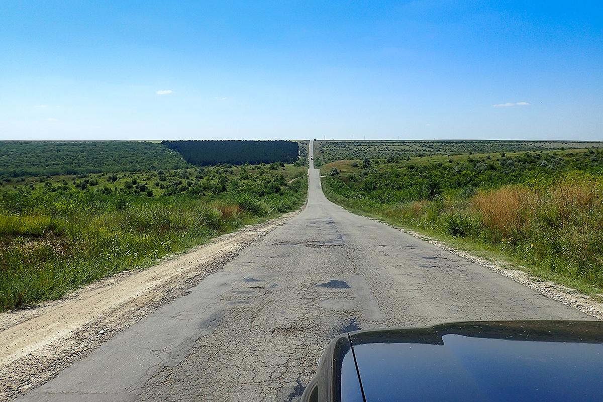 Ceste v Moldovi so ravne, a valovijo.