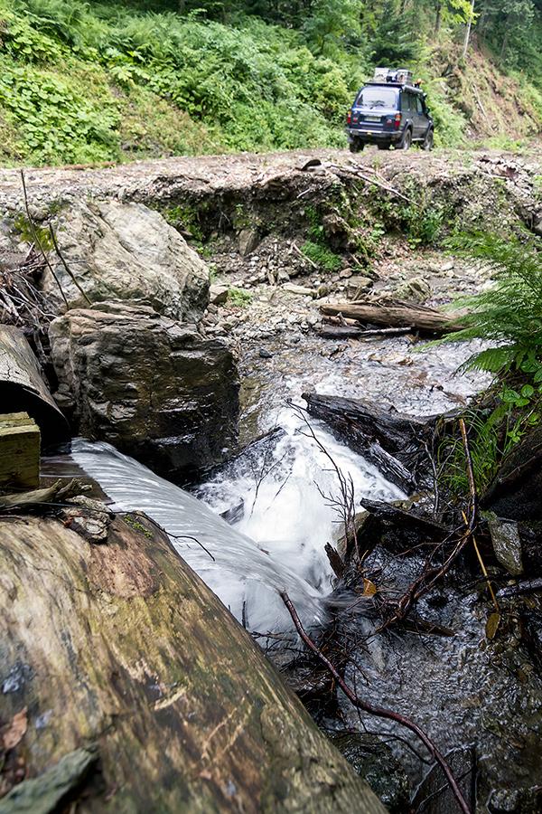 Soteska v Stramba gozdovih, kjer se cesta konča